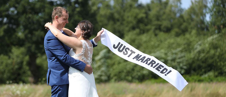 huwelijk-met-vlag
